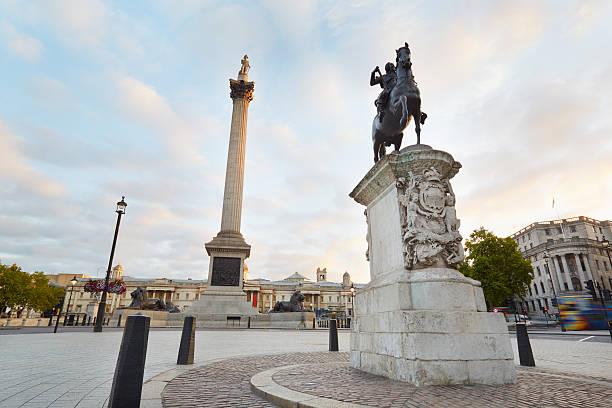 Vacío Trafalgar Plaza, desde temprano en la mañana en Londres - foto de stock