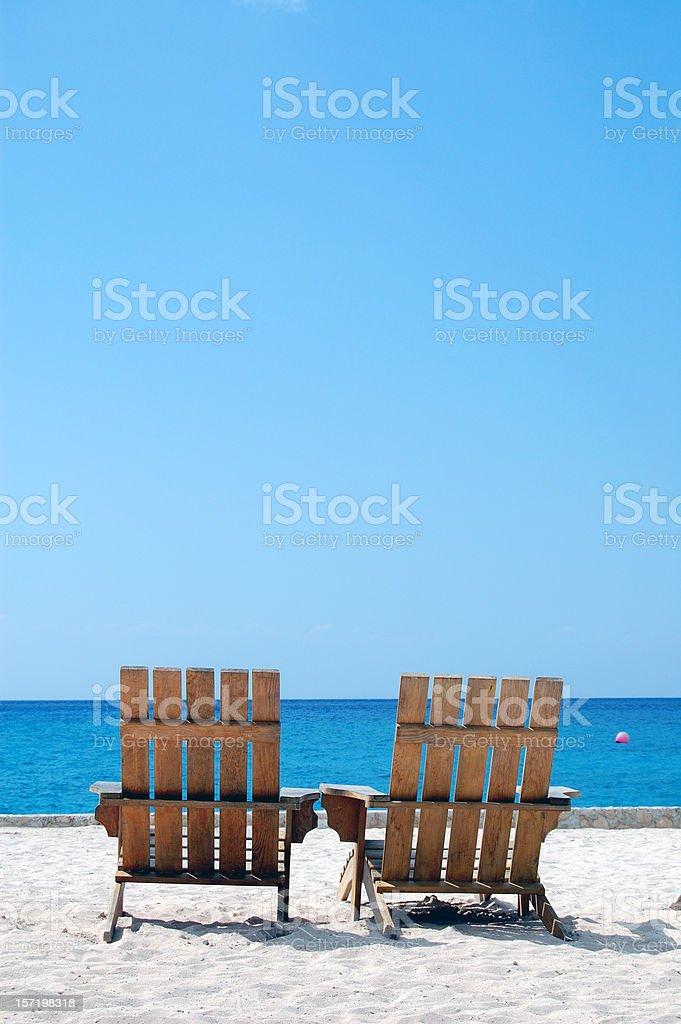 Vacío vacaciones en el Caribe y sillas de playa de arenas blancas de espacio de copia - foto de stock