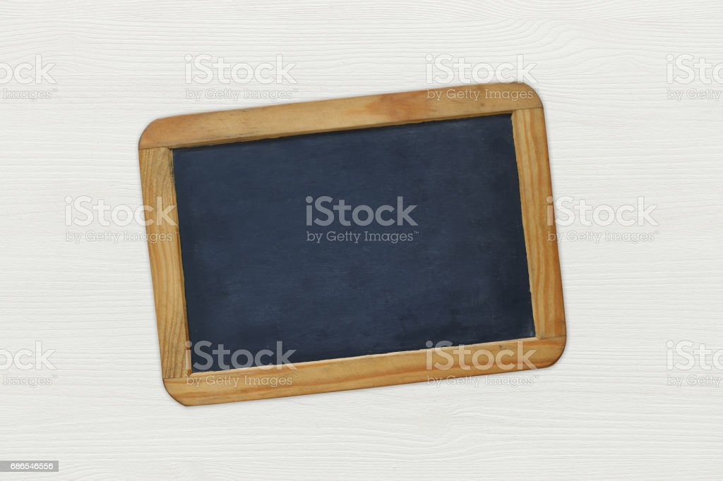 Empty vintage blackboard on white wooden background foto stock royalty-free