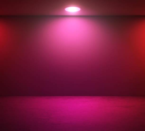 mur vide et rose spotlight dans la chambre - état solide photos et images de collection