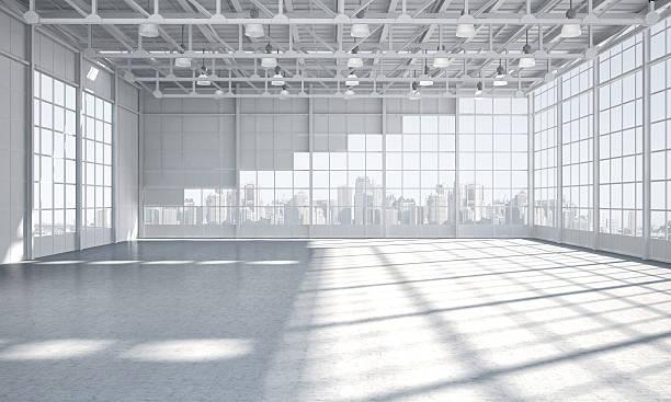 leere lager showroom die skyline der stadt im hintergrund. - eingangshalle wohngebäude innenansicht stock-fotos und bilder
