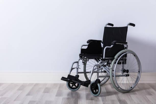 empty wheelchair in room - sedia a rotelle foto e immagini stock