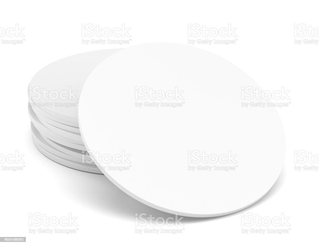 Leere weiße Bierdeckel – Foto