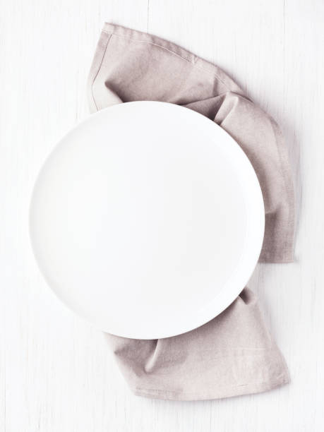 empty white circle plate on wooden table - top view, wood table, empty imagens e fotografias de stock