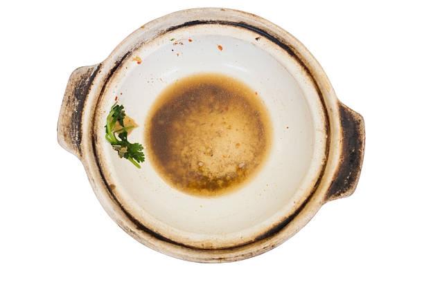 leere weiße ton-topf schmutzig braunflecken gemüse isoliert weißer hintergrund - ein topf wunder stock-fotos und bilder