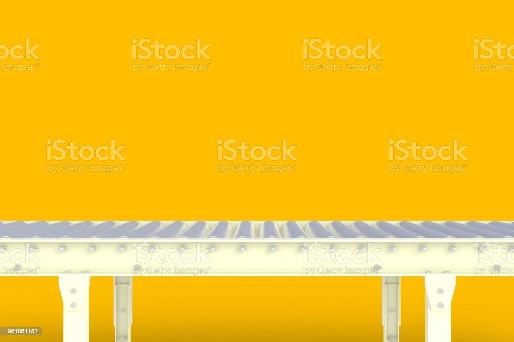 Linha de transporte branco vazio isolada em um fundo amarelo, o conceito de entrega, para exposição do produto, renderização em 3d - Foto de stock de Armazém royalty-free