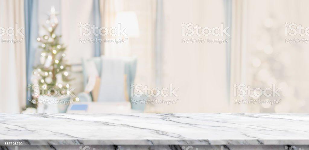Leere Weiße Marmor Tischplatte Mit Abstrakten Warme Wohnzimmer Dekor Mit  Weihnachtsbaum Unschärfe Hintergrund Mit Bokeh Licht