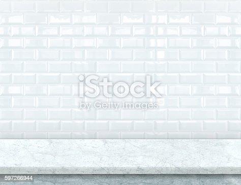 Empty White Marble Table Top With Glossy Tile Wall Stock-Fotografie und mehr Bilder von Bildhintergrund