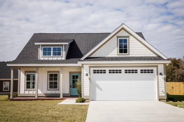 vazio nova construção cottage casa branca acaba de completar - edifício residencial - fotografias e filmes do acervo