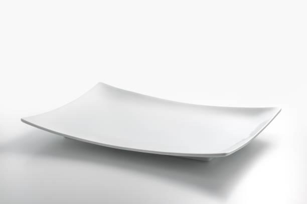 Assiette rectangulaire blanche vide - Photo