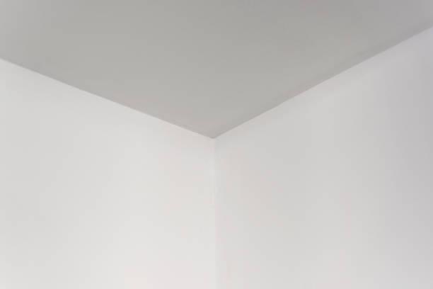 天井の空の白い部屋コーナー、白い表面 ストックフォト
