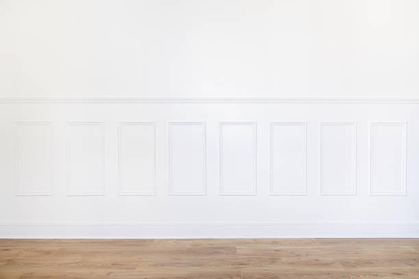 pusty biały pokój z parkiet i drewniane ściany obrobiony - sztukateria zdjęcia i obrazy z banku zdjęć