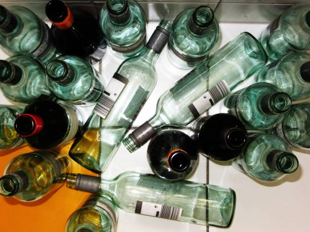 Empty wine bottle 3 Leere Flaschen auf hellem Boden knocked down stock pictures, royalty-free photos & images