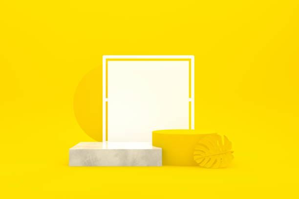 Leeres Siegerpodium, Sockel, Vitrine mit leerem Rahmen auf gelbem Hintergrund – Foto