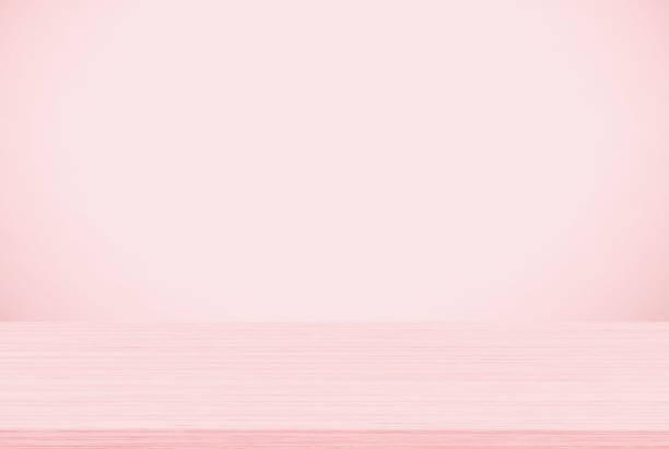 Leere Holz Tischplatte auf rosa Hintergrund, Vorlage für die Anzeige des Produkts mock – Foto