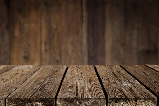 Empty wood table with dark vertical table background - foto stock