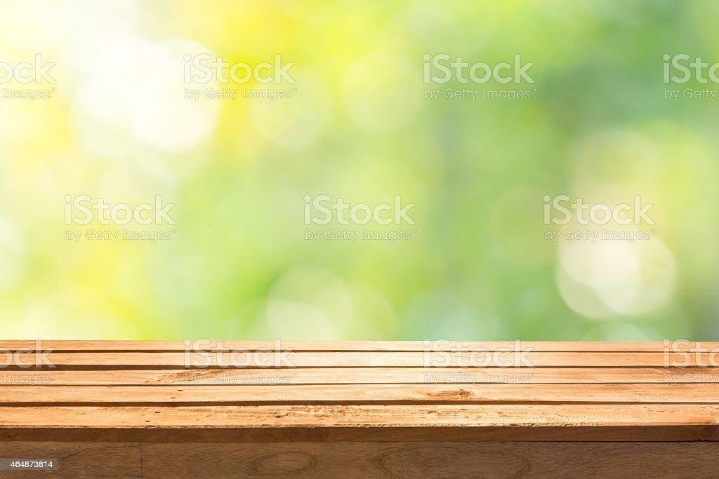 Leere Holzdeck Tabelle auf abstrakte Natur Hintergrund. – Foto