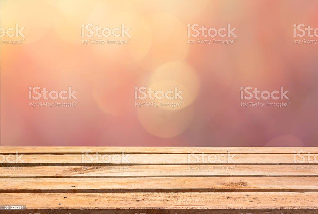 Leere Holzdeck Tabelle über bokeh Hintergrund mit retro-Effekt – Foto