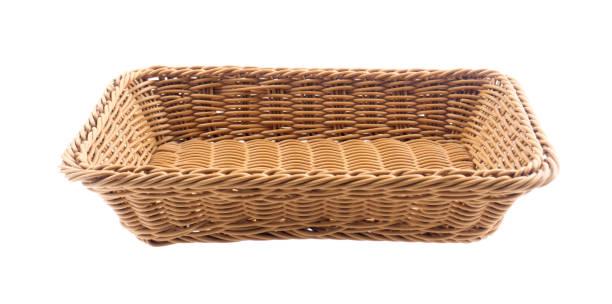 Cesto vazio de madeira de fruta ou pão no fundo branco - foto de acervo