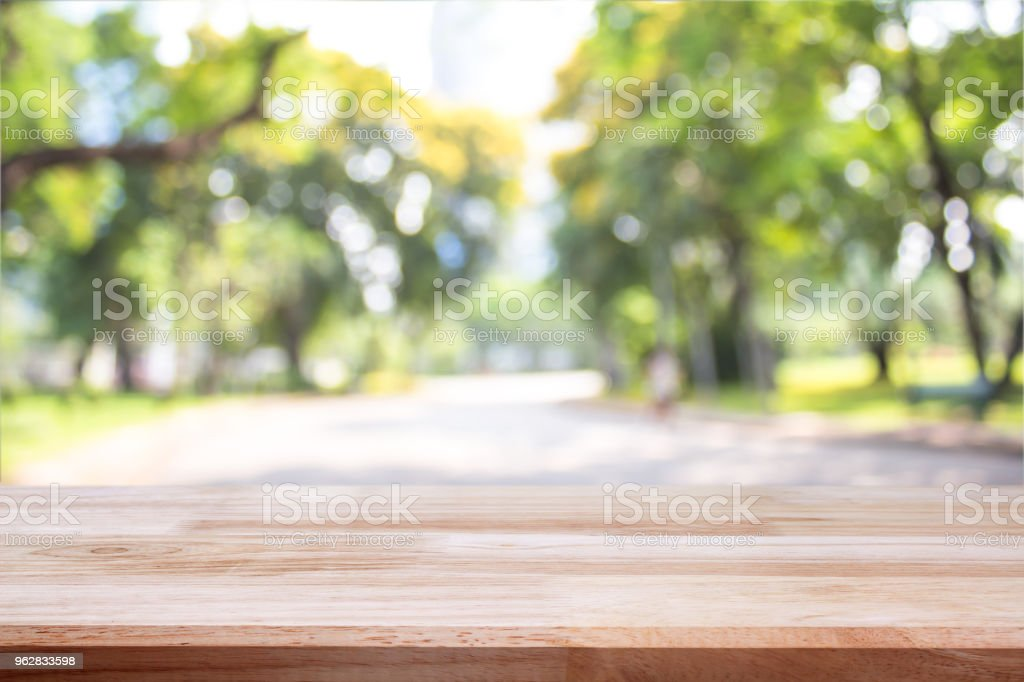empty wooden on blurred nature backdrop. Wood table top. can used for display or montage your products - Foto stock royalty-free di Albero