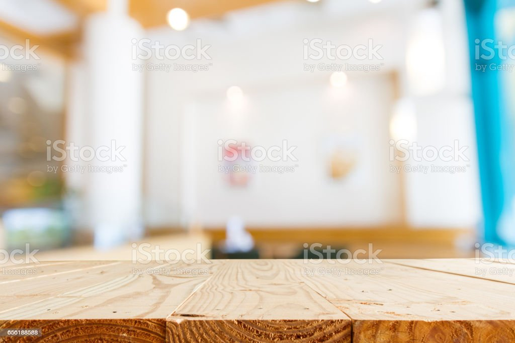 empty wooden table and blur restaurant with bokeh for background - template for product display montage and business presentation – Foto