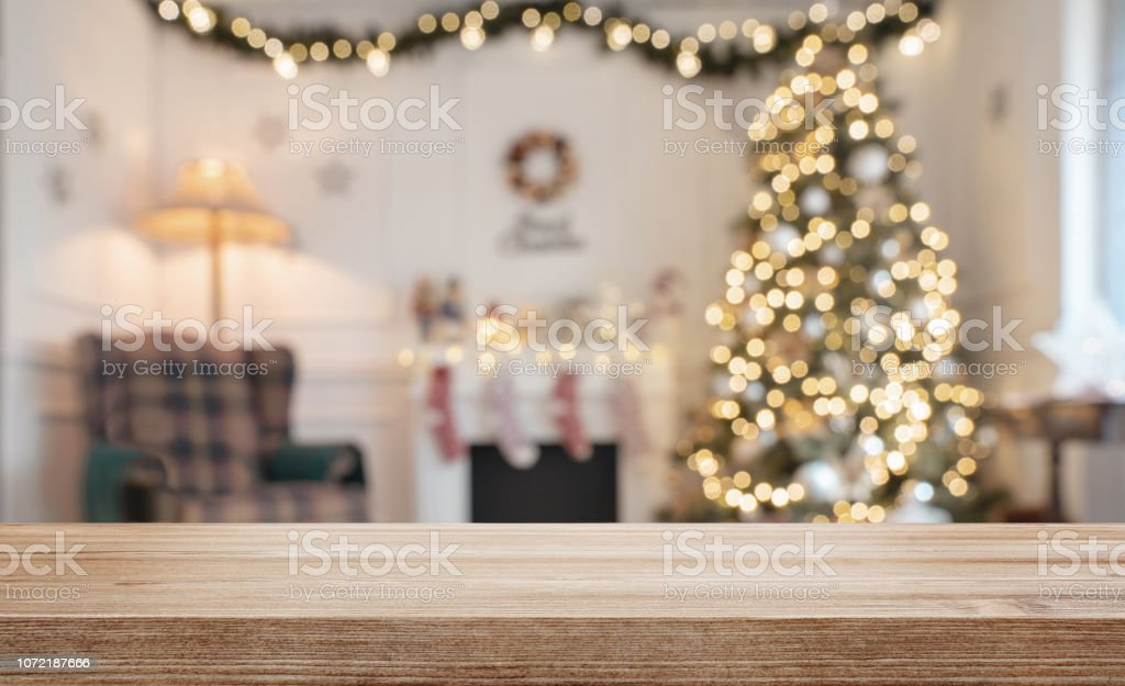 Empty wooden table over defocused christmas background - Foto stock royalty-free di Accogliente