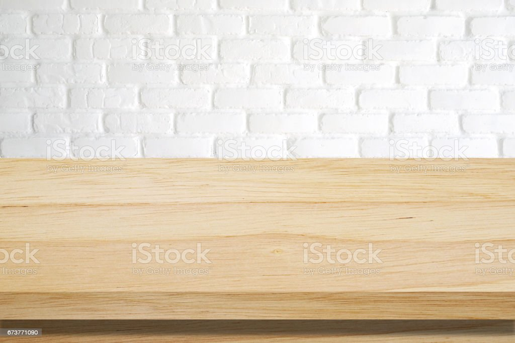 Empty wooden table over white brick wall background, template, product display montage photo libre de droits