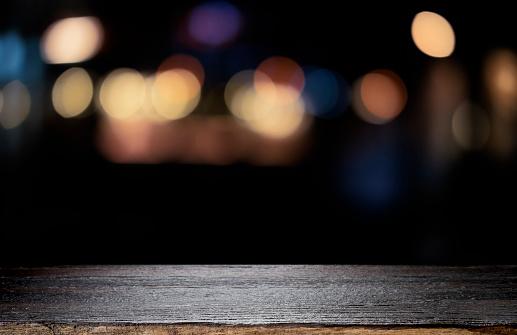 Empty Wooden Table Platform And Bokeh At Night - zdjęcia stockowe i więcej obrazów Alkohol - napój