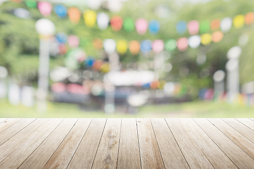 istock Empty wooden table with blurred party on background 537625726