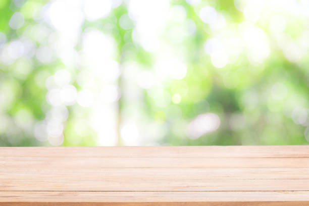 empty wooden table with defocus nature green bokeh, abstract nature background. - bosco foto e immagini stock