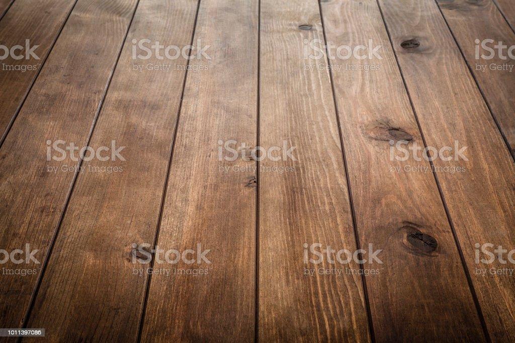 縦縞と空の木製テーブル - からっぽのロイヤリティフリーストックフォト