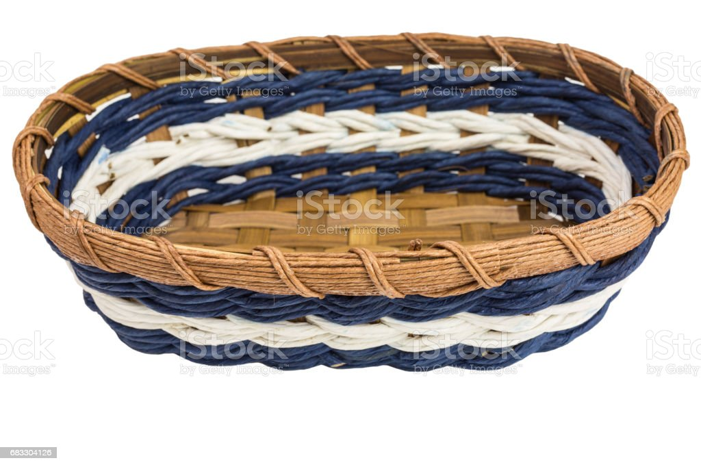 empty woven basket on white background photo libre de droits