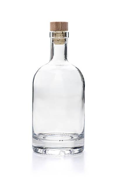 vaz. garrafa de licor em um fundo branco - garrafa - fotografias e filmes do acervo
