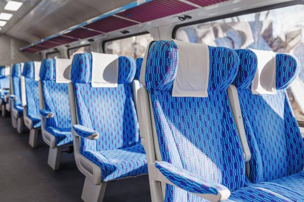 emtpy förstklassig interiör av tåget i europa - järnvägsvagn tåg bildbanksfoton och bilder