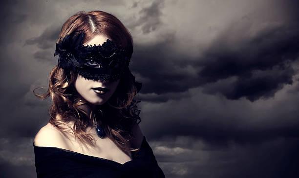 verführung im sturm himmel hintergrund. - coole halloween kostüme stock-fotos und bilder
