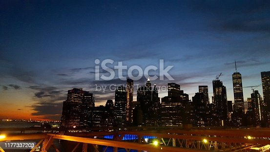 624265498 istock photo End of the day on the Brooklyn Bridge (photo7) 1177337203