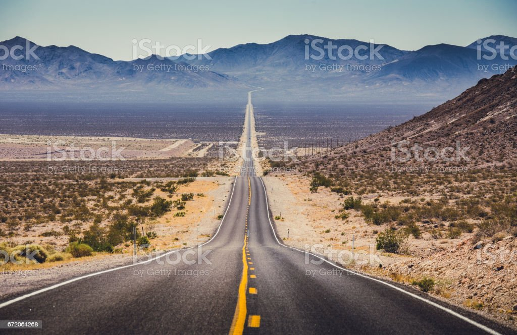 Endless straight road in the American Southwest, USA – Foto