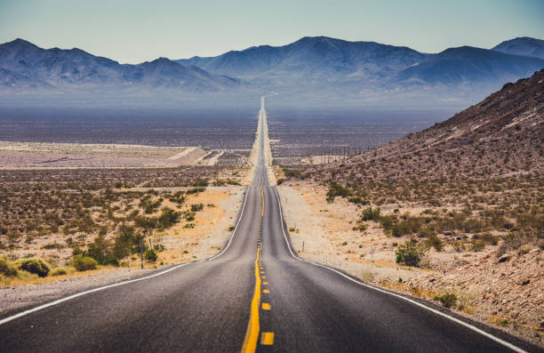 endless straight road in the american southwest, usa - west direction stock pictures, royalty-free photos & images