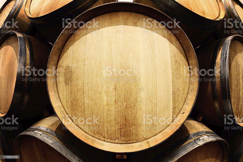 End on view of oak Botte di vino con spazio copia - foto stock