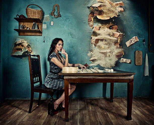 ausdauer und ruhe der italienischen hausfrau - knödel kochen stock-fotos und bilder