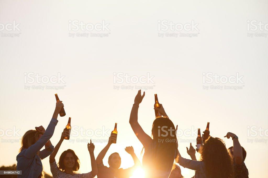 Danza energética en al aire libre - foto de stock