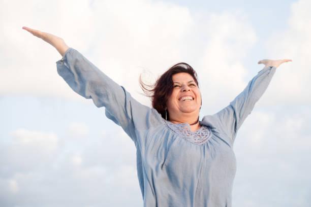 Energetische Reife Frau das Leben zu genießen – Foto