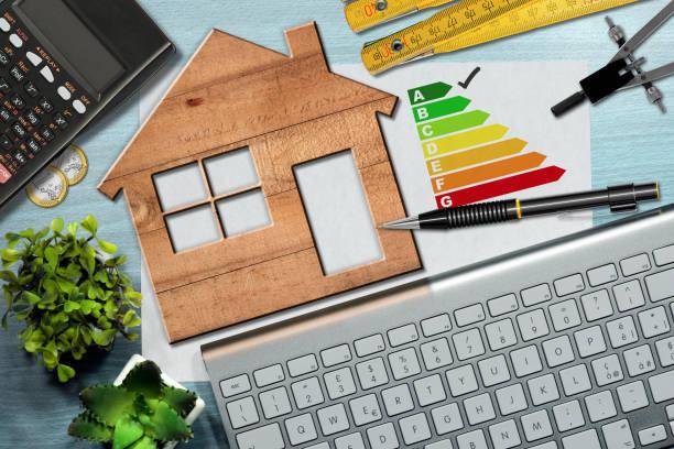 conso énergétique - modèle de maison en bois - efficacité énergétique photos et images de collection