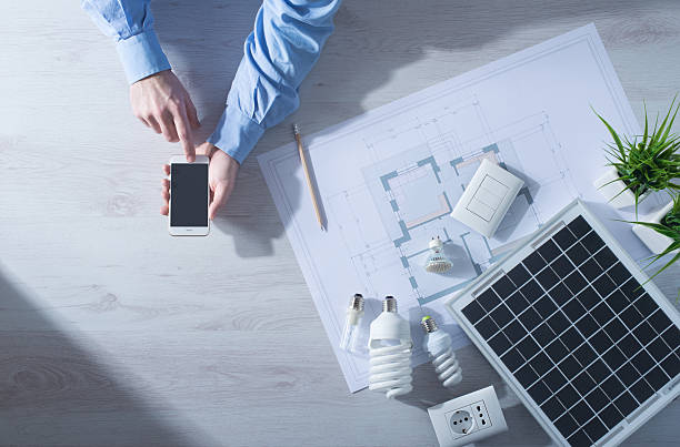energy saving and mobile apps - efficacité énergétique photos et images de collection