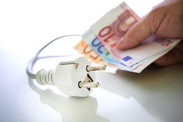 energie sparen - eurozahlen stock-fotos und bilder
