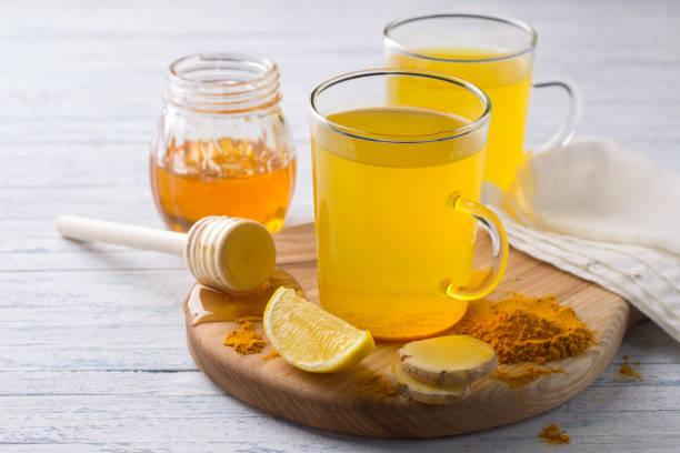Tonic Energydrink mit Kurkuma, Ingwer, Zitrone und Honig – Foto