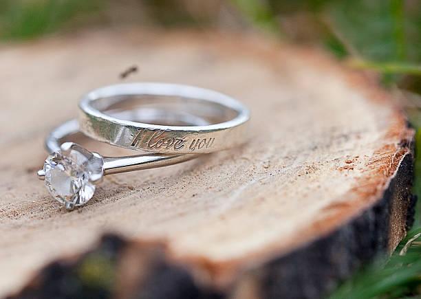 bague de fiançailles et une promesse - gravure à photos et images de collection