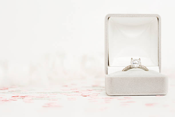 engagement ring - verloving stockfoto's en -beelden