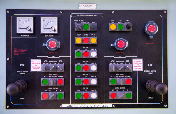 motor raum konsole systemsteuerung auf tanker - steuerungstechnik stock-fotos und bilder