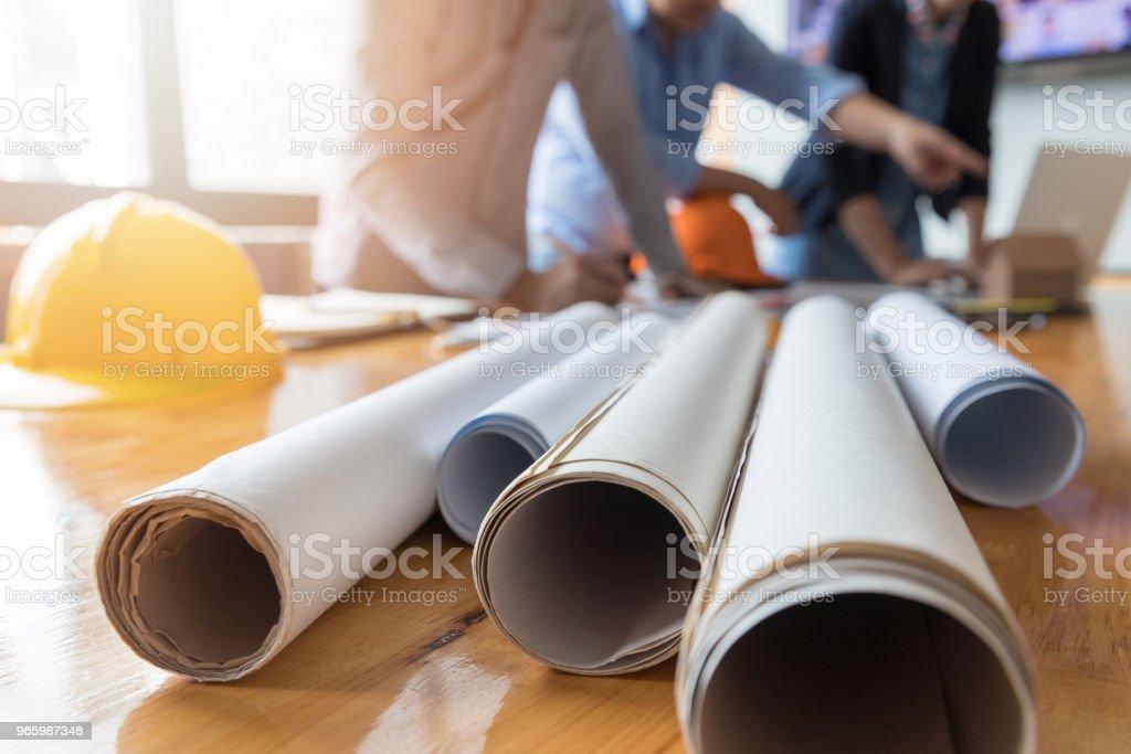 Ingenieur und Architekt Konzept, Ingenieur-Architekten-Büro-Team arbeitet mit Blaupausen - Lizenzfrei Arbeiten Stock-Foto